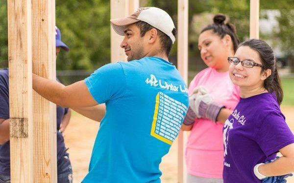 Texas A&M students volunteerings