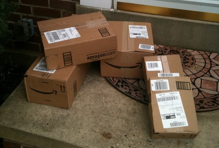 amazon.com boxes on front doorstep - best credit cards for amazon shoppers