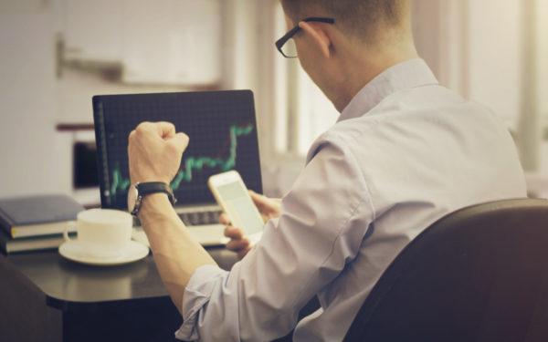 man buying stocks online
