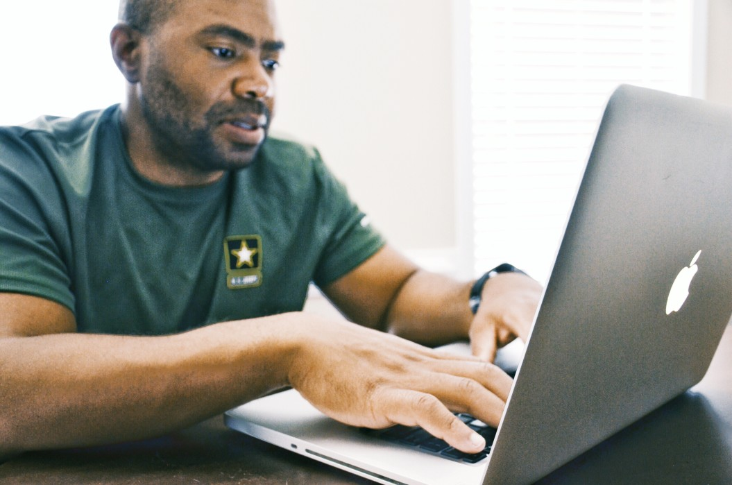marine using laptop to look for military car insurance