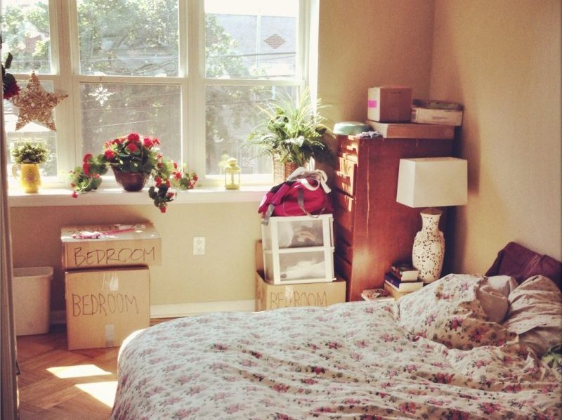 apartment bedroom - how to break a lease with your landlord