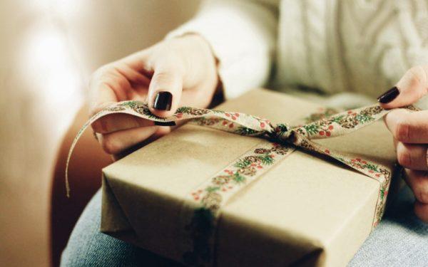 wrapping christmas gift