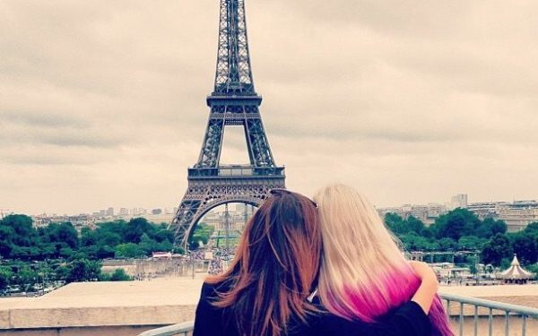 sisters looking at eiffel tower in paris