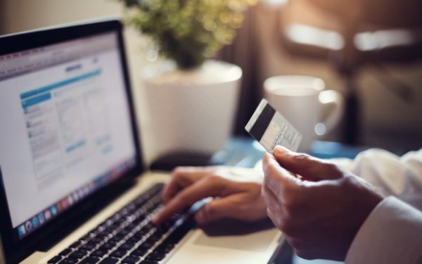 shopping online with credit card - cash back rewards saving for college