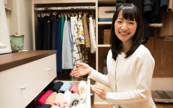 marie kondo tidying up a room